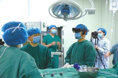 荆州市中心医院远程ar神经内镜手术现场.